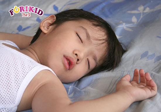 Mồ hôi trộm ảnh hưởng trực tiếp tới giấc ngủ và sự phát triển của con trẻ