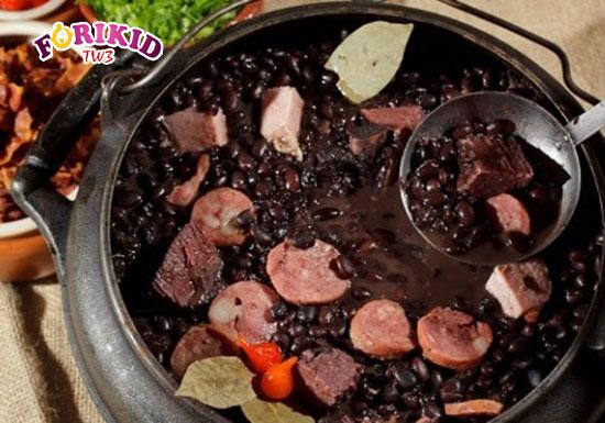 Tim lợn hầm đậu đen là món ăn rất tốt cho tình trạng mồ hôi trộm ở trẻ