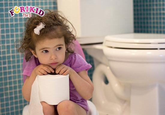 Trẻ bị táo bón khá thường gặp ở các gia đình hiện nay