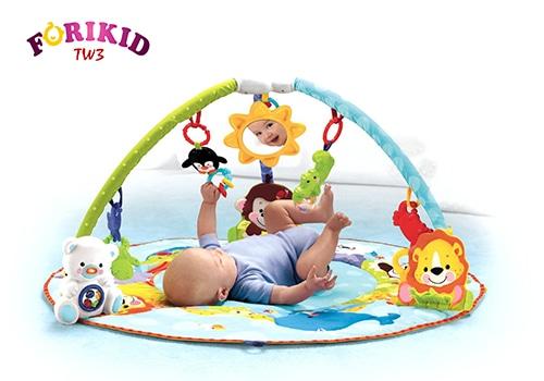 Trẻ 3 tháng tuổi dễ ra mồ hôi trộm vì vui chơi quá sức