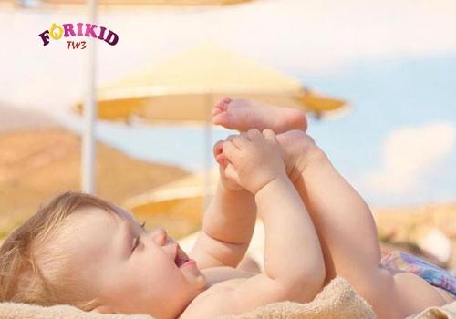Cho trẻ 3 tháng tuổi tắm nắng thường xuyên để bổ sung Vitamin D