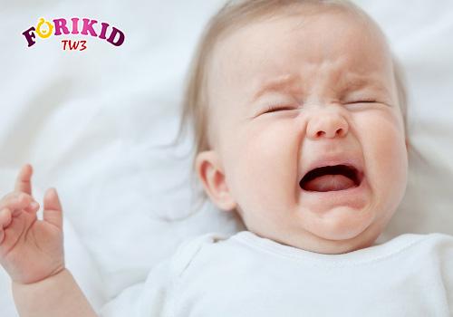 Trẻ quấy khóc và đổ mồ hôi trộm về đêm