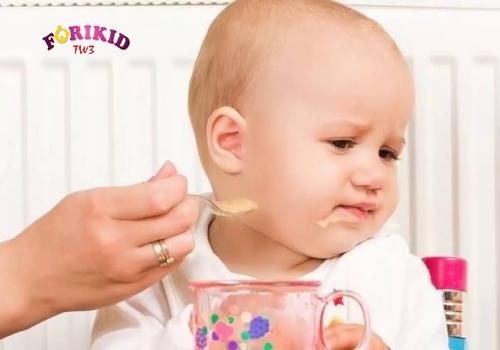 Mẹ nên cho trẻ 5 tháng ra mồ hôi trộm và biếng ăn đi khám bác sĩ
