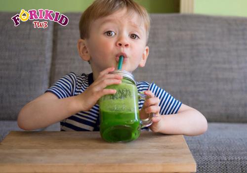 uống nước rau má trị mồ hôi trộm ở bé