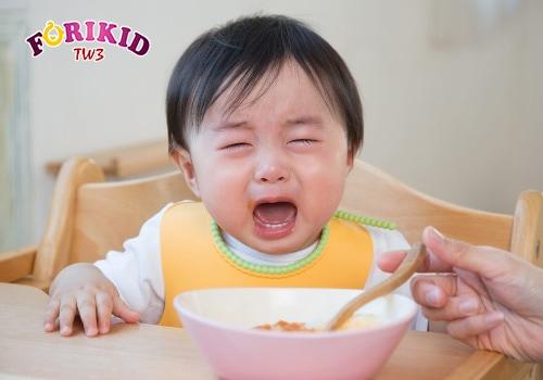 Ép trẻ ăn có thể dẫn đến chứng biếng ăn tâm lý ở trẻ về lâu dài