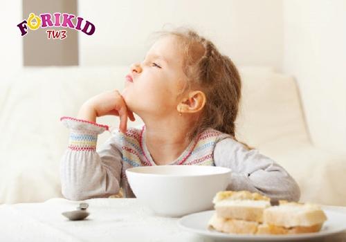 Trẻ 4 tuổi biếng ăn có thể do sinh lý hoặc bệnh lý
