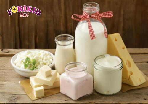 Sữa và chế phẩm từ sữa giàu dinh dưỡng, không thể thiếu cho bé 4 tuổi