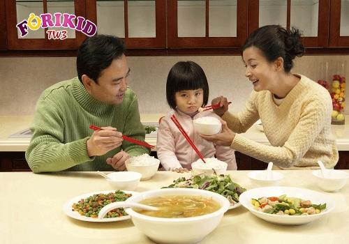 Biếng ăn sinh lý khiến trẻ không muốn ăn ngay cả những món từng thích