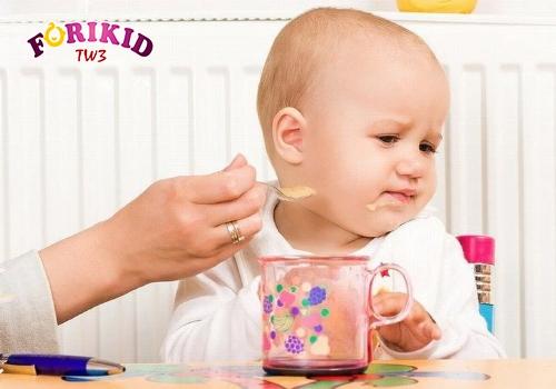 Khi bị bệnh, trẻ dễ mắc chứng chán ăn
