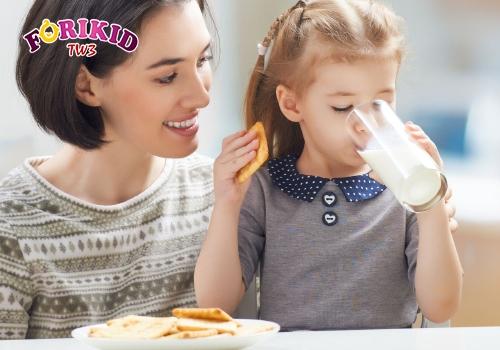 Sữa cao năng lượng giúp bé bù lại dinh dưỡng đã mất do biếng ăn