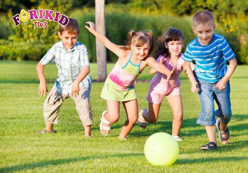 Quá ham chơi cũng có thể là nguyên nhân khiến trẻ biếng ăn