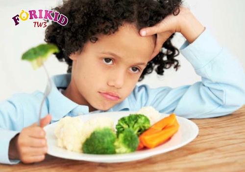 Trẻ 5 tuổ biếng ăn rất có thể là do thay đổi sinh lý