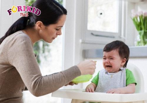 Mẹ cần tránh ép con ăn món con không thích, dễ hình thành tâm lý sợ ăn cho trẻ