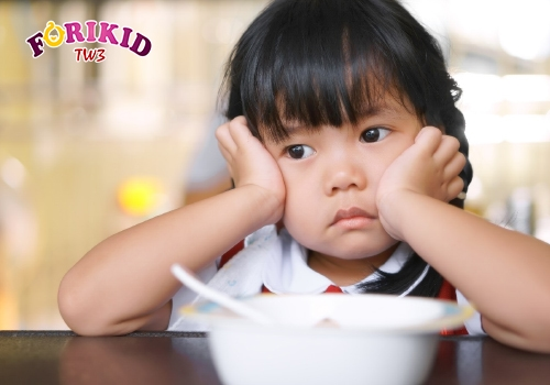 Sự thay đổi sinh lý có thể khiến trẻ đột ngột biếng ăn
