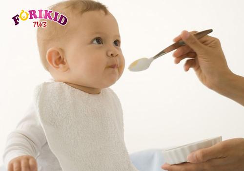 Thay đổi sinh lý khiến trẻ biếng ăn