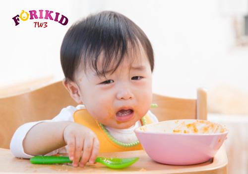Việc bé biếng ăn hay ngậm kéo dài khiến cơ thể suy dinh dưỡng
