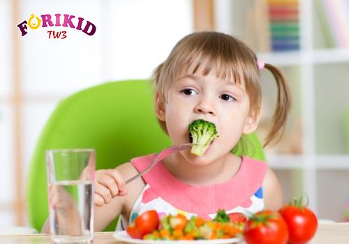 Cha mẹ nên thay đổi thực đơn thường xuyên để kích thích bé ăn nhiều hơn