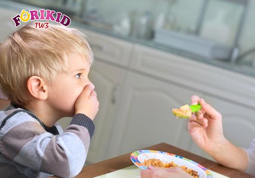 Trẻ bị bệnh suy giáp gây ra chứng biếng ăn