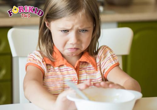Sự mệt mỏi khiến trẻ khó chịu, buồn nôn và chán ăn