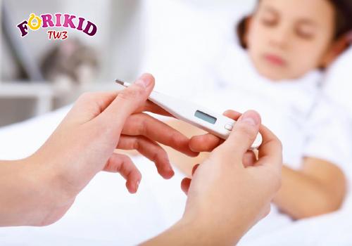 Cho trẻ đi khám nếu tình trạng biếng ăn không thuyên giảm