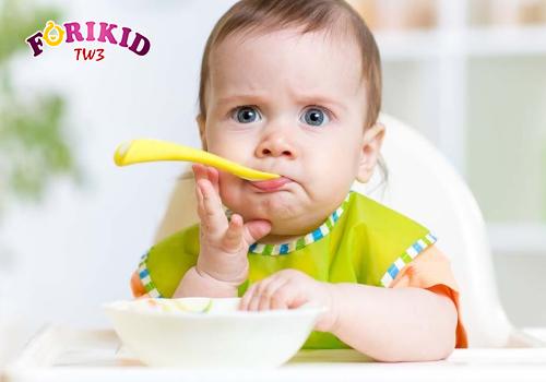 Trẻ biếng ăn có thể do sinh lý hoặc bệnh lý