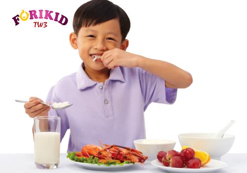 Luyện tập thói quen ăn uống khoa học cho con