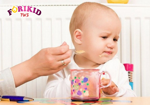 Trẻ 1 tuổi biếng ăn phải làm thế nào?