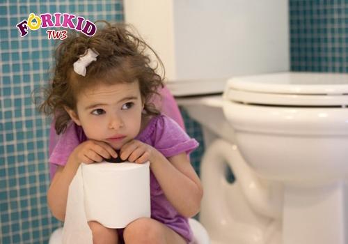 Táo bón khiến bé khó chịu, lười ăn