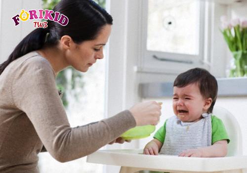 Bé biếng ăn kéo dài mẹ nên cẩn thận và lưu ý
