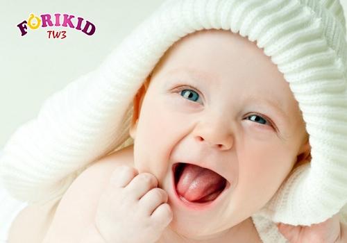 Mọc răng khiến bé kém ăn, thiếu hụt dinh dưỡng nên bị táo bón