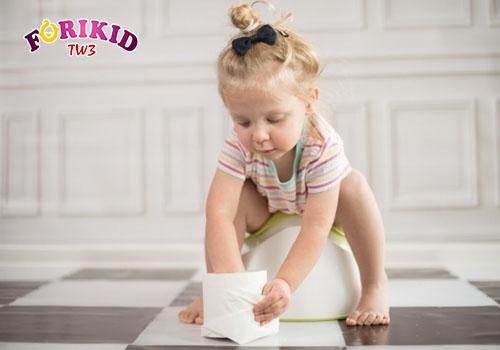 Bổ sung chất xơ cho bé táo bón giúp bé đi ngoài dễ dàng hơn