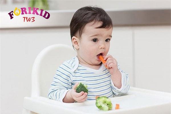 Dinh dưỡng hợp lý sẽ hỗ trợ tốt cho quá trình điều trị táo bón ở trẻ