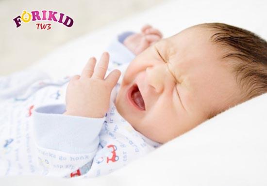 2.4.8. Ốm sốt Trẻ bị ốm, ho, sốt do thay đổi thời tiết thường mệt mỏi, biếng ăn, quấy khóc.