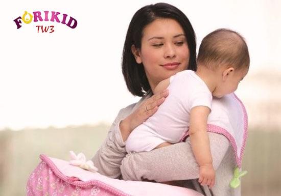 Vỗ ợ hơi sẽ giúp trẻ đỡ bị đầy hơi cũng như dễ chịu hơn