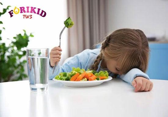 Trẻ ngán ăn, sợ ăn do thường xuyên bị ép ăn