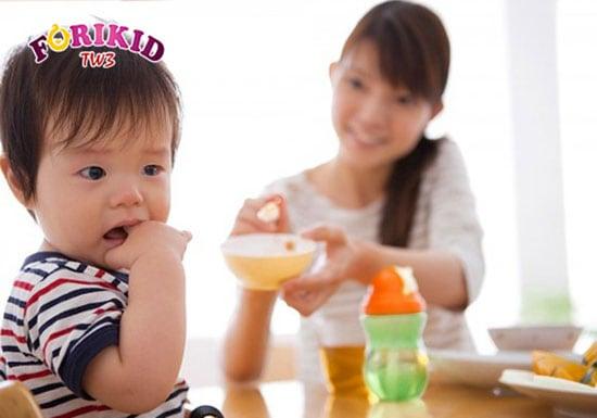 Chế độ dinh dưỡng thiếu chất xơ khiến trẻ sơ sinh bị táo bón