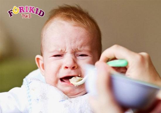 Hay bị quát mắng cũng là nguyên nhân khiến trẻ biếng ăn