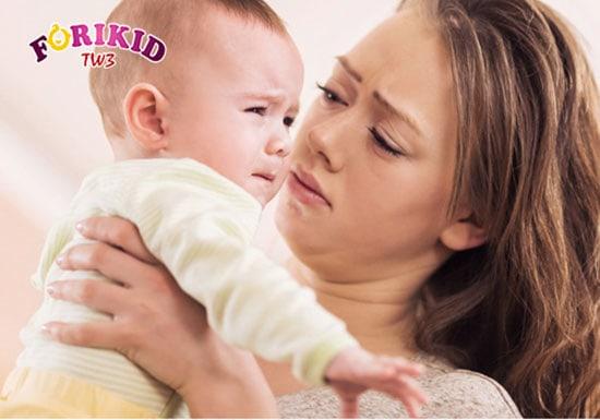 Trẻ sơ sinh táo bón khiến bé chậm tăng cân