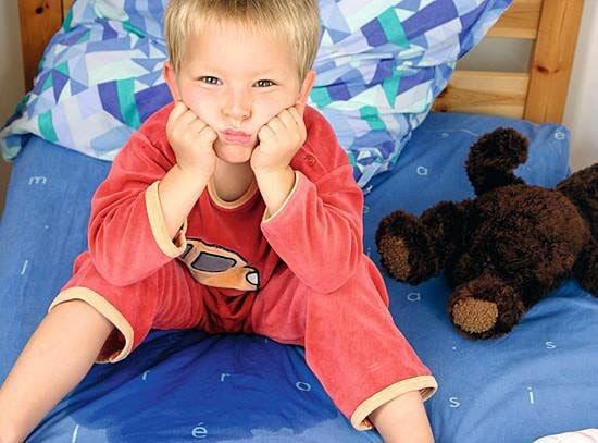 Trẻ đái dầm ban ngày và 6 điều cần biết