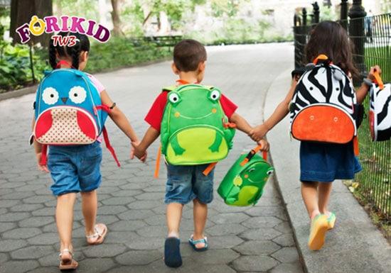 Những bỡ ngỡ khi lần đầu đến trường có thể khiến trẻ bị stress