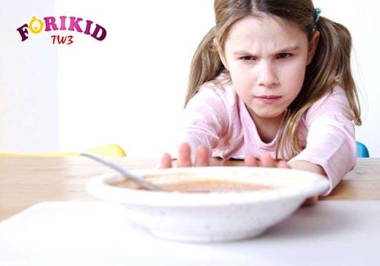 Có rất nhiều nguyên nhân khiến trẻ ăn không ngon miệng