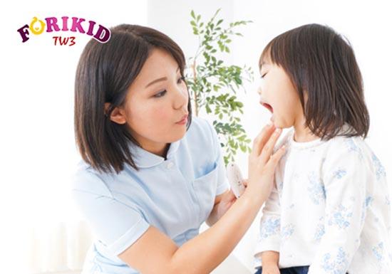 Nóng trong khiến trẻ bị nhiệt miệng, viêm loét miệng