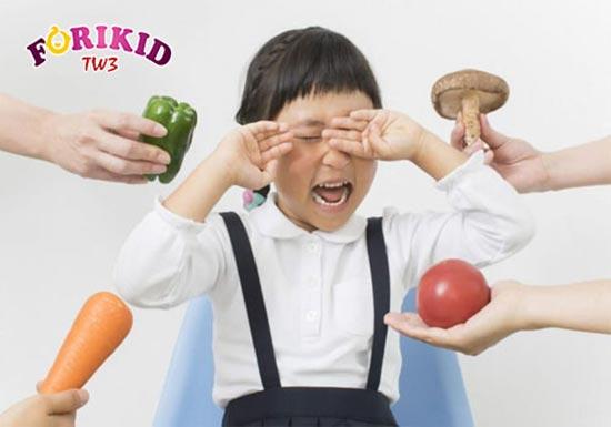 Trẻ ăn không ngon miệng thường quấy khóc khi ăn
