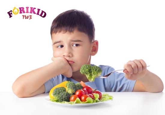 Trẻ lười ăn rau củ cũng là nguyên nhân khiến trẻ bị nóng trong người nổi mụn