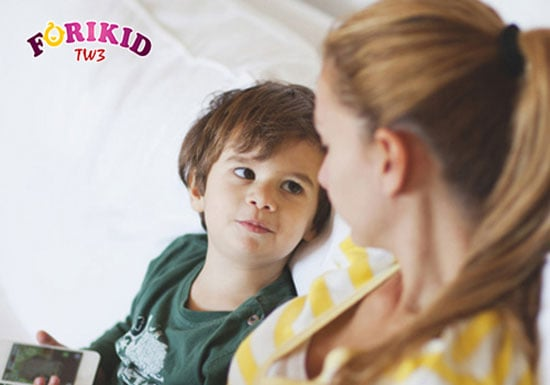 Trò chuyện với bé thường xuyên giúp bé bớt căng thẳng