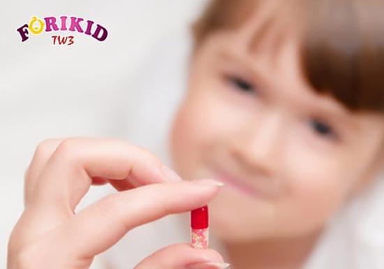 Sử dụng nhiều thuốc kháng sinh cũng khiến trẻ 2 tuổi bị nóng trong