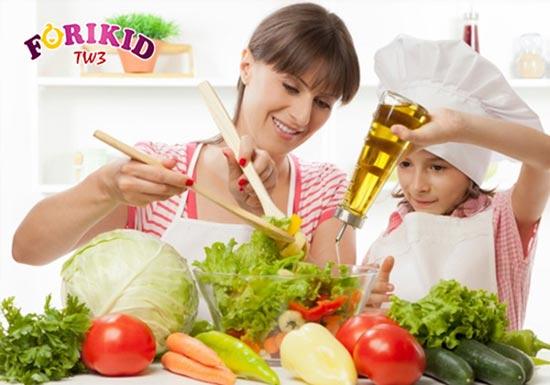 Đừng quên bổ sung rau xanh vào các bữa ăn của bé