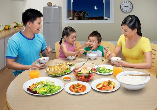 Không khí gia đình vui vẻ giúp trẻ ăn ngon miệng hơn