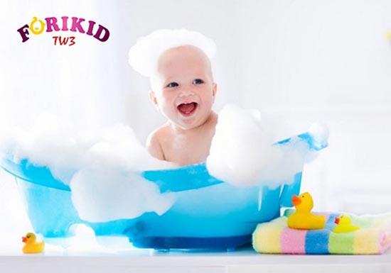 Tắm rửa sạch sẽ giúp phòng ngừa rôm sảy tốt hơn