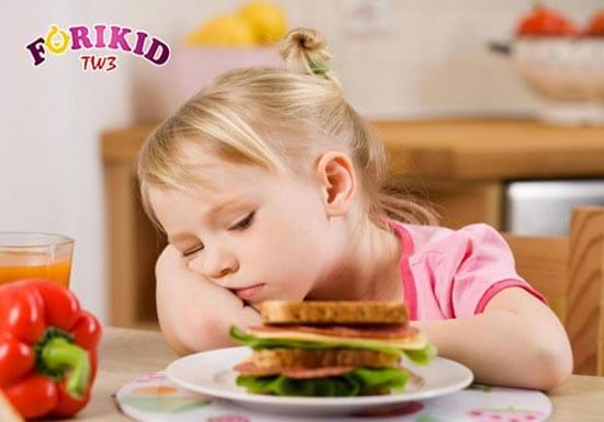 Táo bón khiến trẻ càng chán ăn hơn